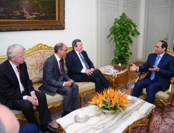 Meeting Egypt's President Al-Sisi and Former German Chancellor Schröder, Cairo, 28 February 2015 (Credit: Office of Egypt's President)