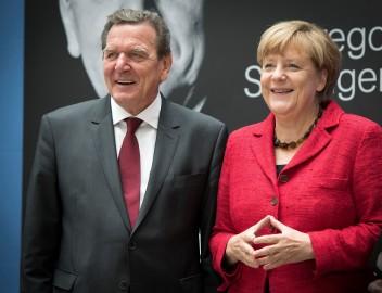 Gerhard Schröder und Bundeskanzlerin Angela Merkel