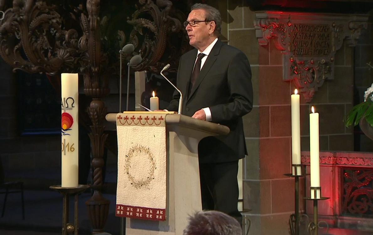 Bundeskanzler a. D. beim Staatsakt für den verstorbenen Bremer Bürgermeister Hans Koschnick